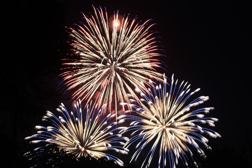 fireworks-459174_960_720.jpg